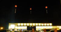 パチンコ店さんのリニューアルオープンイベントで夜光アドバルーンを掲揚